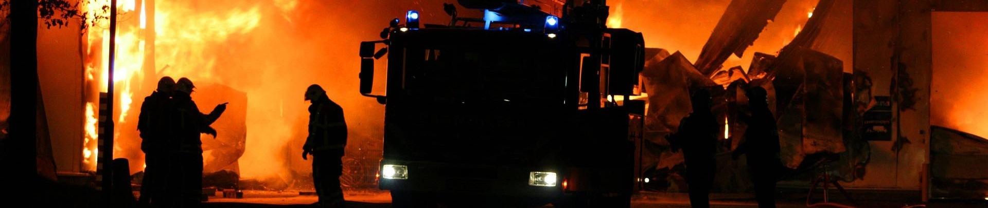 Grote brand met brandweer